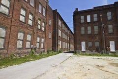 VII llevado, roto y olvidado de la fábrica automotriz abandonada - Fotografía de archivo