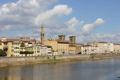 Viiew της Φλωρεντίας από τον ποταμό Arno Στοκ Φωτογραφίες