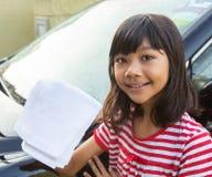女孩洗涤的汽车VIII 库存照片