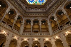 Vijecnica、前图书馆和萨拉热窝市政厅的主要大厅的内部, 图库摄影