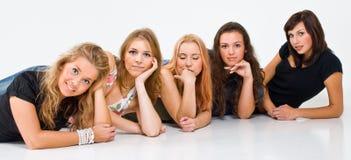Vijf doende leunen vrouwen Royalty-vrije Stock Foto