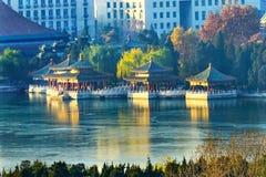 Vijf Dragon Pavilions Beihai Lake Park Peking China stock afbeeldingen