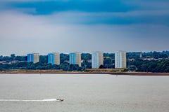 Vijf Flatgebouw met koopflatstorens op Southampton Kust Stock Foto