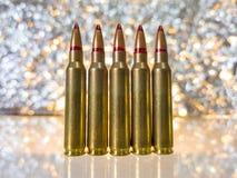 vijf Geïsoleerde Kogels op witte Achtergrond met Bezinning Stock Foto's