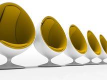 Vijf gele stoelen die op witte achtergrond worden geïsoleerdo Stock Afbeelding