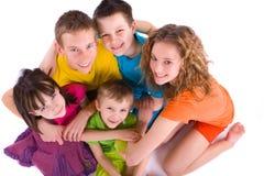 Vijf gelukkige kinderen stock foto's