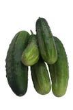 Vijf groene komkommers liggen op elkaar Stock Foto