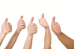 Vijf handen het doen beduimelt omhoog Stock Fotografie