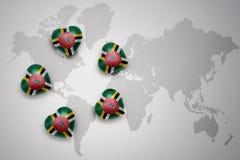 vijf harten met nationale vlag van dominica op een achtergrond van de wereldkaart royalty-vrije illustratie