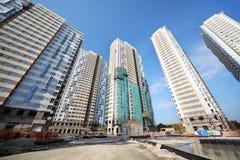 Vijf high-rise gebouwen in aanbouw Stock Afbeeldingen