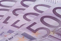 Vijf honderd euro bankbiljettenachtergrond Stock Foto's