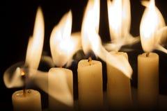 Vijf Kaarsen in Dark Royalty-vrije Stock Fotografie