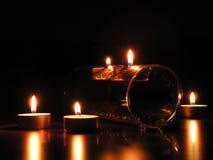 Vijf kaarsen: romantische stemming Stock Afbeeldingen