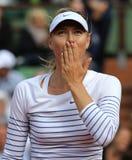 Vijf keer Grote Slagkampioen Maria Sharapova na eerste ronde gelijke in Roland Garros 2015 Stock Foto's