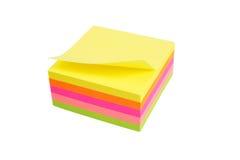 Vijf kleurenblok van post-itnota's Stock Afbeeldingen