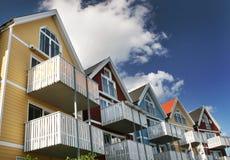 Vijf kleurrijke huizen Royalty-vrije Stock Foto's