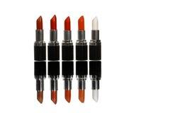 Vijf kleurrijke lippenstiften Stock Foto