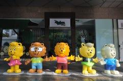 Vijf mascottes van de vriendelijkheidsbeweging stock afbeelding
