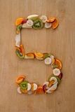 Vijf Per dag! Nummer 5 in vers fruit voor een gezonde voeding. royalty-vrije stock fotografie