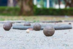 Vijf petanqueballen stock afbeelding