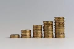 Vijf stapels muntstukken Royalty-vrije Stock Afbeeldingen