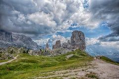 Vijf Torenspieken, Nuvolau-Groep, oosters Dolomiet, dichtbij de beroemde de winter en de zomerstadsplaats van Cortina D ` Ampezzo stock foto