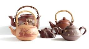 Vijf traditionele Chinese kleitheepotten Stock Afbeeldingen