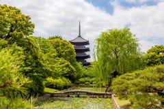 Vijf-verhaal pagode van aan-ji-tempel in Kyoto stock afbeeldingen