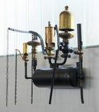 Vijf verschillende oude fluitjes aan waterdamp royalty-vrije stock afbeeldingen