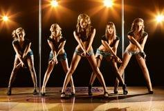 Vijf vrouwen tonen Stock Fotografie