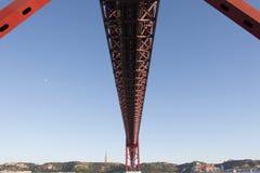 vijfentwintigste van de Brug van April in Lissabon Stock Fotografie