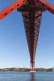 vijfentwintigste van de Brug van April in Lissabon Stock Afbeelding