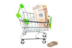 Vijftig die euro in de het winkelen handkar, op wit wordt geïsoleerd Royalty-vrije Stock Fotografie