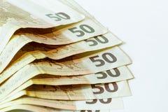 Vijftig euro bankbiljetten op witte houten achtergrond Stock Foto's