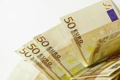 Vijftig euro bankbiljetten op witte houten achtergrond Royalty-vrije Stock Foto's