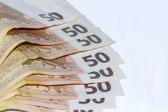 Vijftig euro bankbiljetten op witte houten achtergrond Royalty-vrije Stock Foto