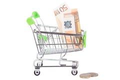 Vijftig euro in de het winkelen geïsoleerde handkar, Royalty-vrije Stock Afbeeldingen