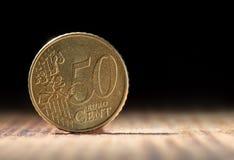 Vijftig eurocenten op zwarte achtergrond met exemplaarruimte Stock Foto