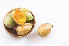 Vijgencactus ficus-indica met stekelige perenvruchten Stock Fotografie