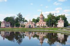 vijver dichtbij het klooster in Moskou Stock Foto's