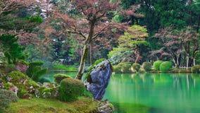 Vijver Kasumiga -kasumiga-ike in Park Kenrokuen Stock Foto