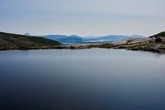 Vijver in Noorse Berg Stock Foto
