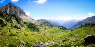 Vijvers en Groen in de Berg stock afbeelding