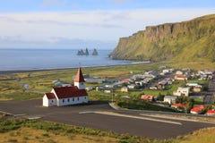 Vik, маленький город в Исландии Стоковое Изображение RF