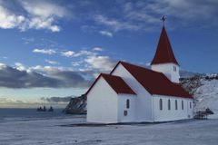 Vik Church landskap i Island royaltyfri foto