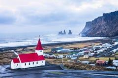 Vik-Dorf von der Spitze lizenzfreie stockfotografie