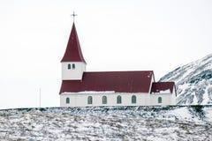 VIK/ICELAND - FEBRUARI 02: Sikt av kyrkan på Vik Iceland på Februari 0 Fotografering för Bildbyråer
