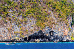 Viking Cave på ön av Phi Phi Ley Fotografering för Bildbyråer