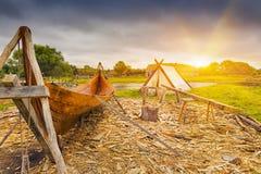 Viking gammalt fartyg i Danmark på solnedgången Arkivbild