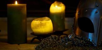 Viking Helmet och stearinljus, guld Arkivfoton